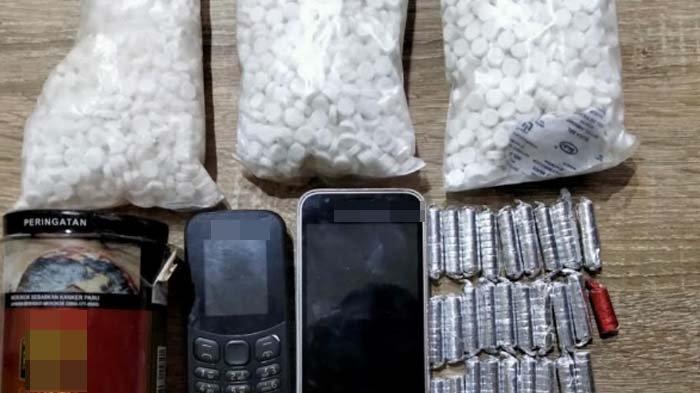 Edarkan Narkoba, 3 Warga Desa di Nganjuk Diamankan Polisi, Barang Buktinya Ribuan Butir Pil Koplo