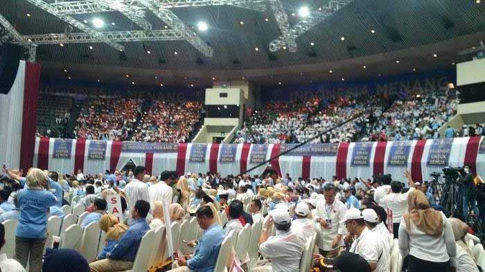 Ribuan Pendukung Prabowo Meluber di JCC-Jakarta untuk Mendengar Pidato Kebangsaan Prabowo Subianto