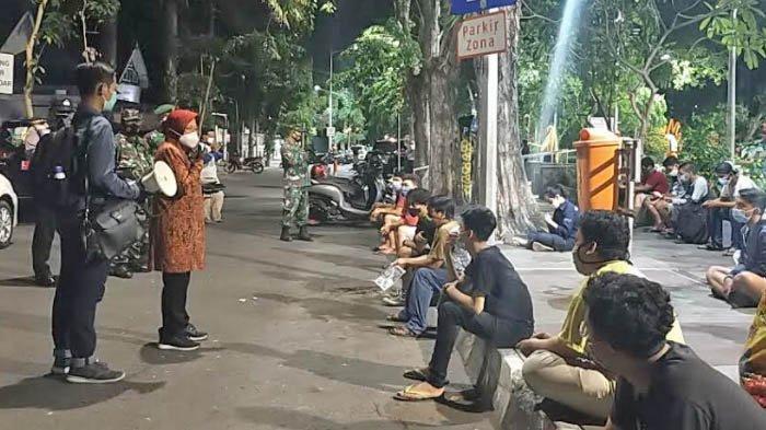 Risma Sidak Dadakan, Ratusan Orang yang Nongkrong di Taman Bungkul Surabaya Dites Massal