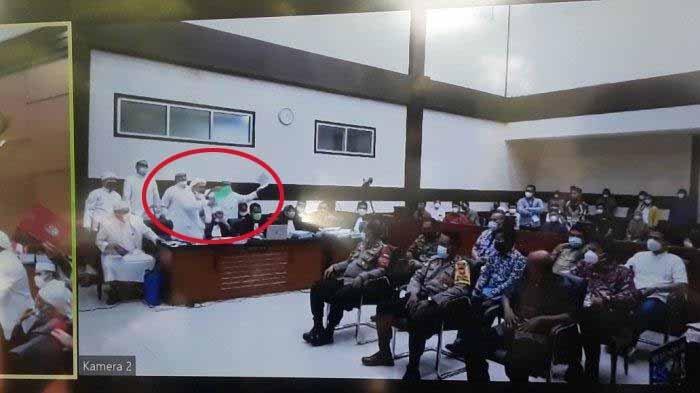 Luapan Emosi Rizieq Shihab Dituding Menggiring Jawaban, Berdiri sambil Tunjuk-tunjuk Jaksa