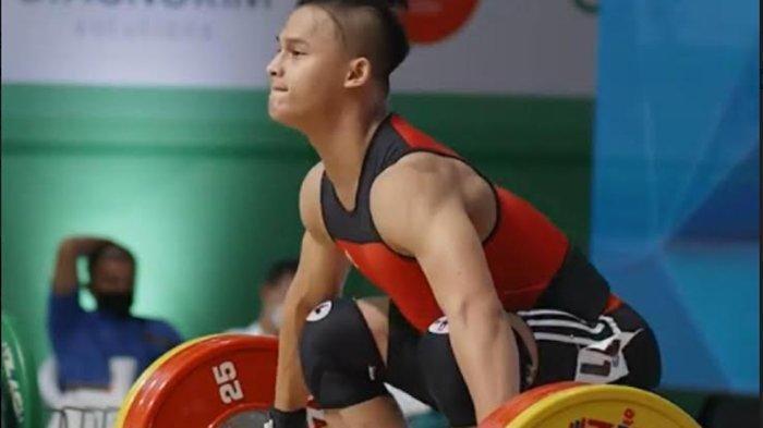 Rizki Juniansyah, atlet angkat besi Indonesia yang berhasil meraih 3 medali emas dalam ajang Kejuaraan Dunia International Weightlifting Federation (IWF) Junior World Champions