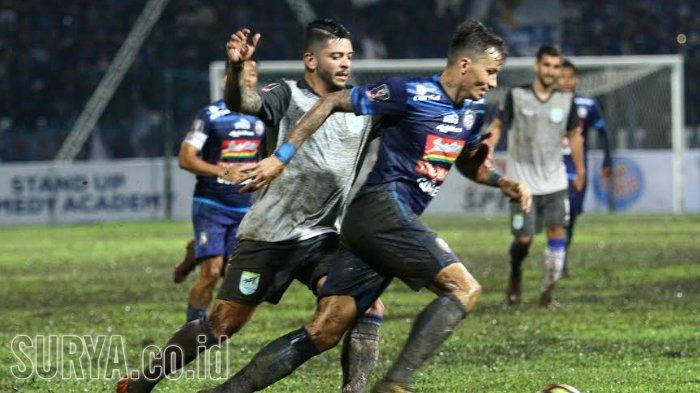 Lepas Rodrigo Ost Dos Santos, Tiga Nama Ini Santer Dikabarkan Merapat ke Arema FC