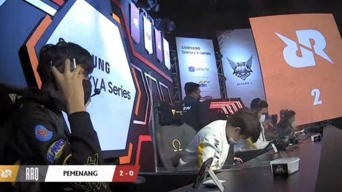 RRQ Hoshi saat berhasil menaklukkan Onic esports