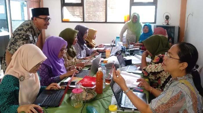 Sekolah Beri Kemudahan Siswa Update Pelajaran selama Belajar di Rumah