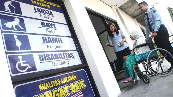 Inovasi Layanan Imigrasi Kelas I Khusus Surabaya, Disabilitas-Lansia Bikin Paspor Tak Pakai Antre