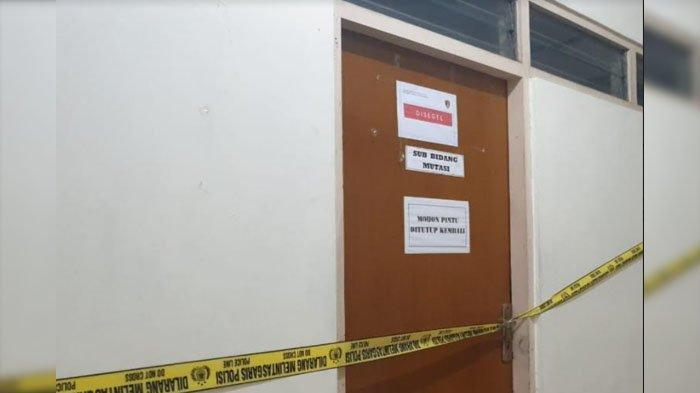 Ruang Sub Mutasi di Kantor Badan Kepegawaian Daerah (BKD) Kabupaten Nganjuk yang disegel KPK dalam OTT Bupati Nganjuk.