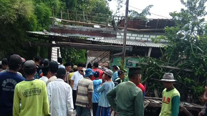 Rumah Dihuni Lansia Roboh di Lamongan, 2 Penghuni Terluka