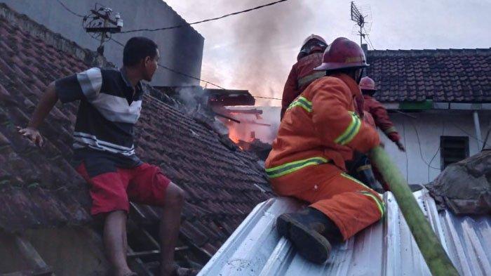 Rumah Dilalap Si Jago Merah, Dua Warga Sumbersari Kota Malang Alami Luka Bakar