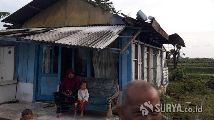 Rumah Warga Dua Desa di Kecamatan Glagah Lamongan Porak-Poranda Disapu Hujan dan Angin Kencang
