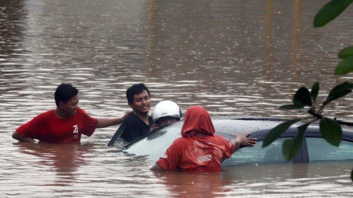 Kondisi 5 Artis Korban Banjir Jakarta, Gaya Yuni Shara Banjir Komen, Evie Masamba Ucap Istigfar