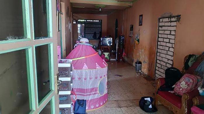 Istri Terduga Teroris di Tuban Sebut Tak Ada Aktivitas Suami yang Janggal: Ya di Rumah, Momong Anak
