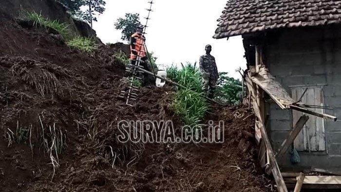 Hujan Semalam di Musim Kemarau, Bencana Longsor Menimpa Desa Penjor Kabupaten Tulungagung