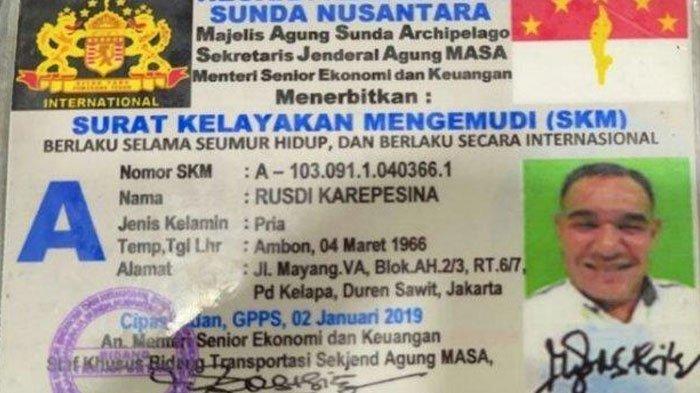 Rusdi Karepesina yang mengaku JenderalKekaisaran Sunda Nusantara.