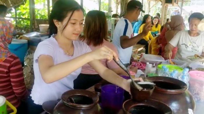 Viral Selebgram Cantik Asal Kediri Bantu Orang Tuanya di Warung Makanan, Pembeli Membludak