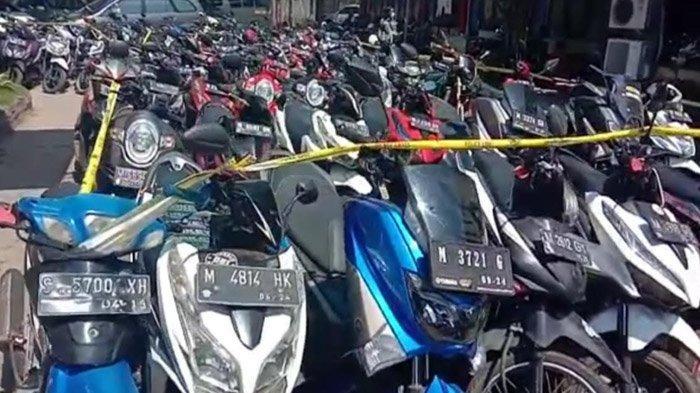 Gara-Gara Obrak Dua Arena Sabung Ayam, Halaman Polres Bangkalan Berubah Jadi Lautan Motor