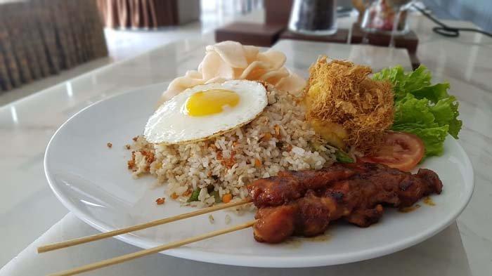 Nikmatnya Nasi Goreng Abon Telur ala Oakwood Hotel and Residence Surabaya.