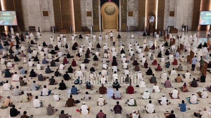 Suasana Salat Idul Adha di Masjid Al Akbar Surabaya, Jamaah Terbatas dengan Sistem ID Card