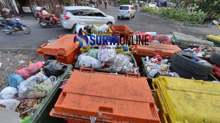 Galeri Foto Tumpukan Sampah Bau di Bunderan Menur yang Dikeluhkan Warga dan Pengendara