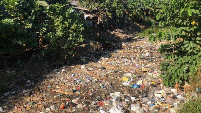 Kesadaran Masyarakat Gresik Rendah, Jadikan Sungai Bambe Tempat Pembuangan Sampah Plastik