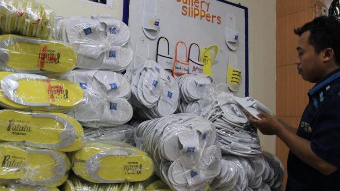 Sandal Produksi Dolly Tembus Hotel dan Mal hingga Sorong, Papua