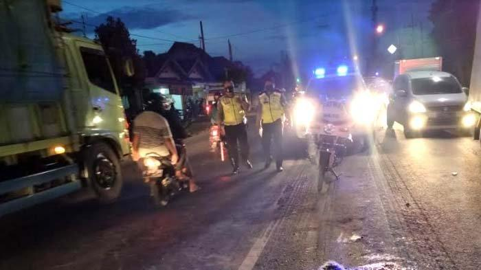 Motor Lawan Truk Trailer di Tuban, Pengendara Motor Luka Berat, Sopir Truk Pilih Kabur
