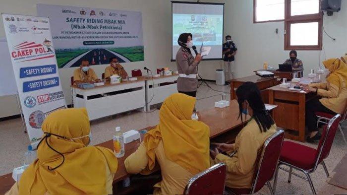Edukasi Safety Riding Karyawan BUMN di Kabupaten Gresik