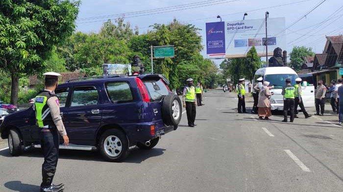 Puluhan Kendaraan Curi Start Mudik dari Jateng Diminta Putar Balik di Batas Ponorogo-Wonogiri
