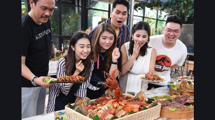 Mencicipi Kelezatan Seafood Kalimantan,Nasi Goreng Termahal se-Indonesia Dibanderol Rp 1,7 Juta