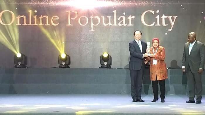 Raih 322 Penghargaan, Bukti Kepemimpinan Wali Kota Risma Diakui Dunia