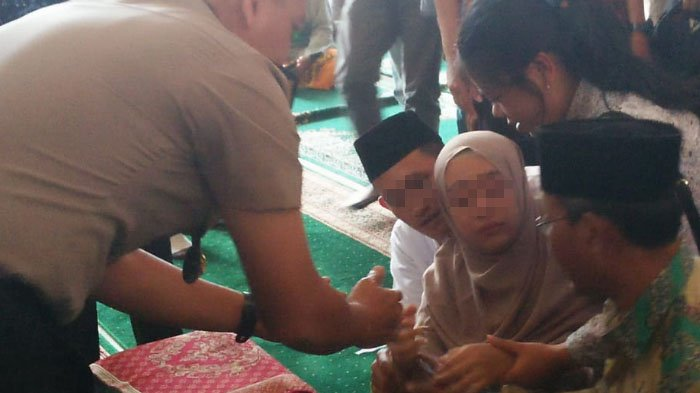 Sejoli yang Gugurkan Bayinya di Mojokerto Akhirnya Menikah di Tahanan. Suasananya Mengharukan