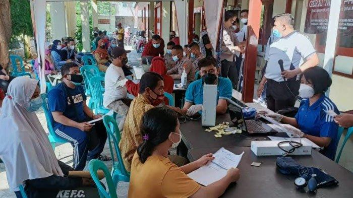 Putus Penyebaran Covid-19, Polres Pamekasan Gelar Vaksinasi untuk Pedagang Kaki Lima