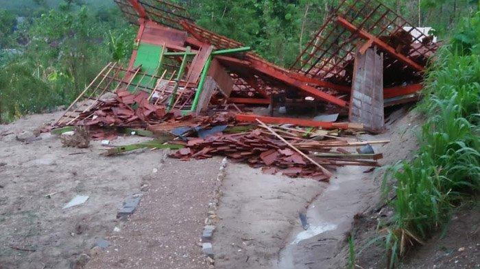 Puting Beliung di Bojonegoro Porak-porandakan 4 Rumah dan Balai Desa, termasuk Tower Milik Kominfo