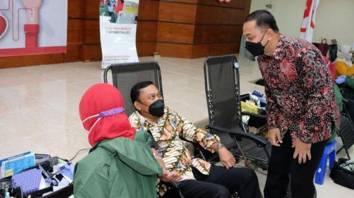 OJK Regional 4 Jatim Terima Penghargaan dari Pemkot Surabaya di HUT PMI