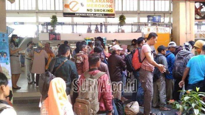 Masuk Ruang Tunggu Terminal Purabaya, Calon Penumpang Bus Wajib Cuci Tangan Lebih Dulu