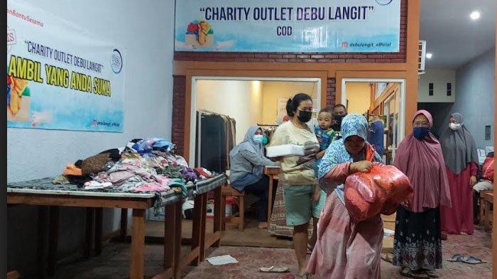 Komunitas Debu Langit Bagikan Sembako dan Pakaian Gratis untuk Kaum Duafa di Sidoarjo