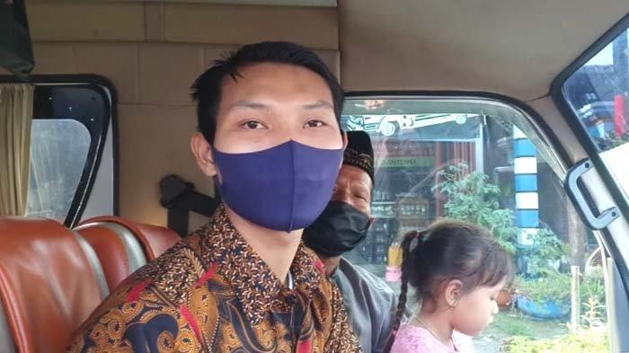 Rombongan warga asal Klaten Jateng yang batal lamaran karena keluarganya tidak membawa hasil rapid test, Kamis (6/5/2021)./surya.co.id/rahadian bagus