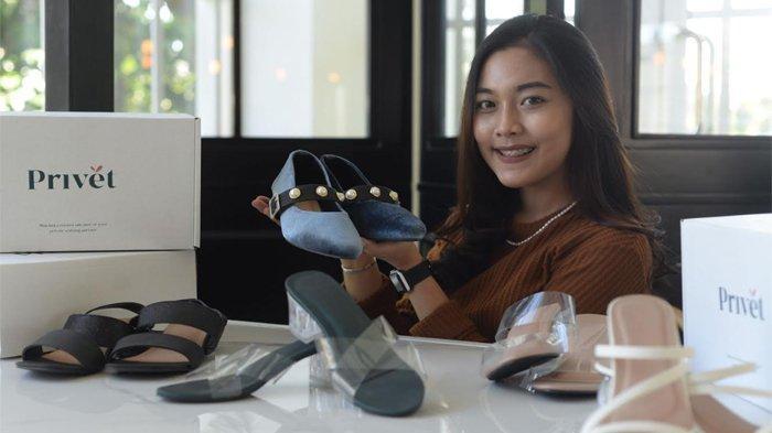 Berawal Dari Tugas Kuliah Dua Mahasiswi Its Kini Jalankan Bisnis Sepatu Local Pride Surya