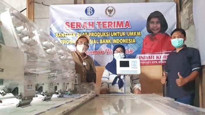 Anggota DPR RI Indah Kunia Bantu Mesin Konveksi agar UMKM di Surabaya lebih Maju