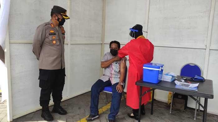 Urus SIM di Sidoarjo Dapat Vaksin Covid-19 Gratis Setia Hari