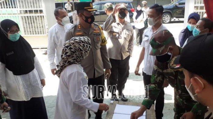 Saat Bupati Jombang Video Call 26 Warga Isoman di Shelter Rumah Sehat SMPN 1 Jogoroto