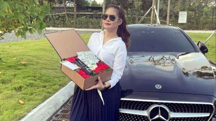 Shyalimar Malik dapat kado mewah dari sang kekasih