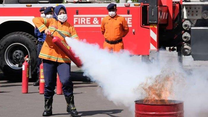 Simulasi Mitigasi Bencana Kebakaran di Surabaya, Cak Eri: Ajak Warga Jadi Juru Padam Sebenarnya
