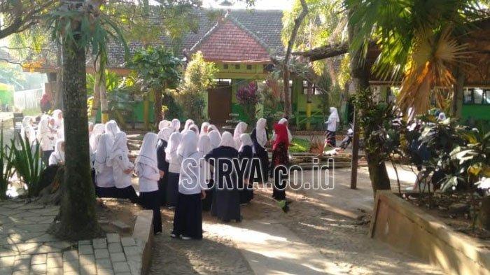 Gempa Bumi 6,0 SR Mengguncang, Siswa di Sekolah Kabupaten Jember Semburat Keluar Ruangan
