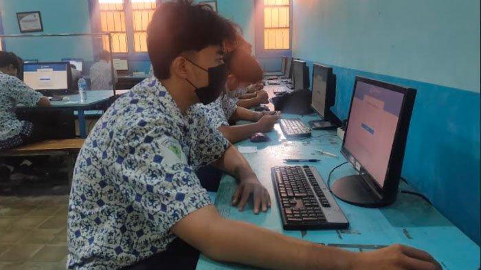 45 Siswa SMKN 2 Kota Surabaya Ikuti Asesmen Nasional Berbasis Komputer