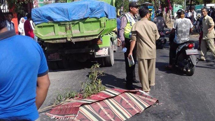 Ibu-Ibu Hadang Truk Pasir di Blitar, Nyaris Jadi Bentrokan Massal