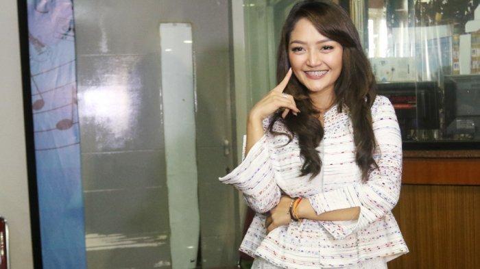 Siti Badriah Dilamar di Korea Selatan oleh Kekasih, Cincin Bersejarah pun Dipamerkan