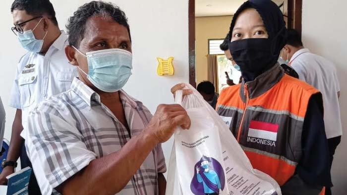 Puluhan Sopir Angkot di Kota Kediri Dapat Bantuan Paket Sembako Si Jamal