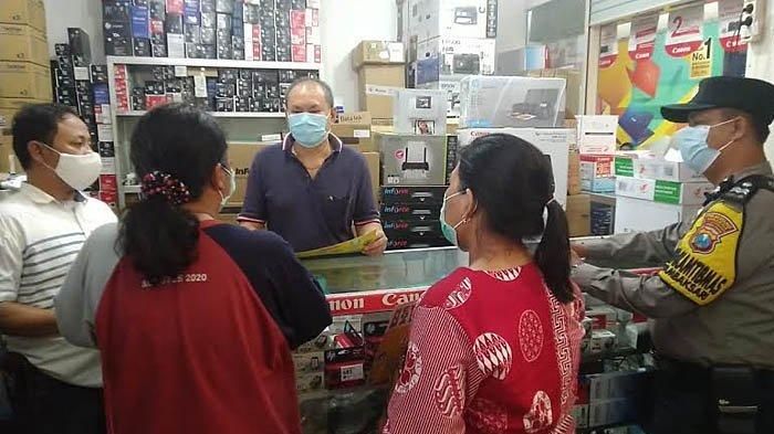 Jajaran Tiga Pilar Kelurahan Tambaksari Surabaya Sosialisasi Prokes di Pusat Perbelanjaan