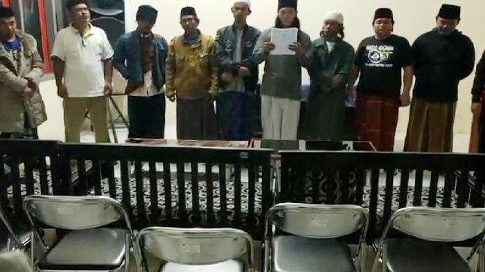 Sosok 7 pemuda yang ubah lafal azan menjadi hayya alal jihad yang viral di media sosial.