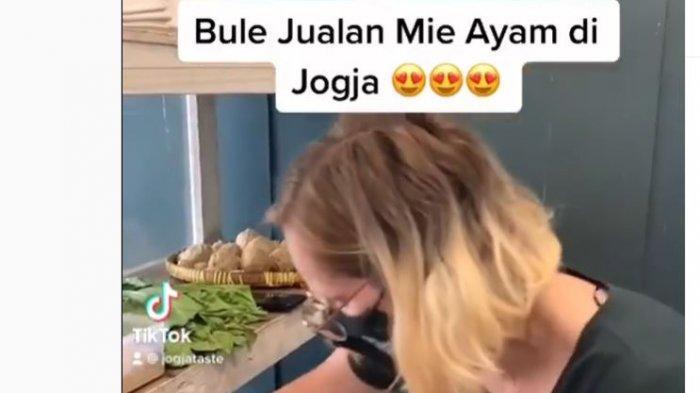 Sosok Mbak Charly, Bule Belanda yang Jualan Mie Ayam Demi Sambung Hidup saat Pandemi, Videonya Viral